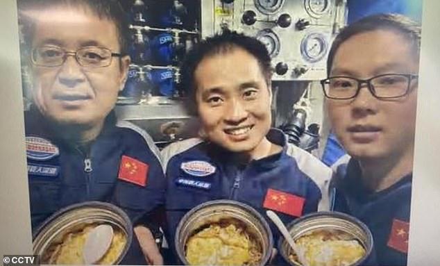Tàu lặn Trung Quốc lập kỷ lục đưa người xuống đáy vực sâu nhất Trái đất - 2
